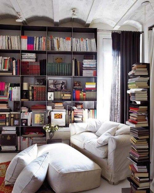 Un rincón de lectura espectacular, aunque yo pondría una lámpara de