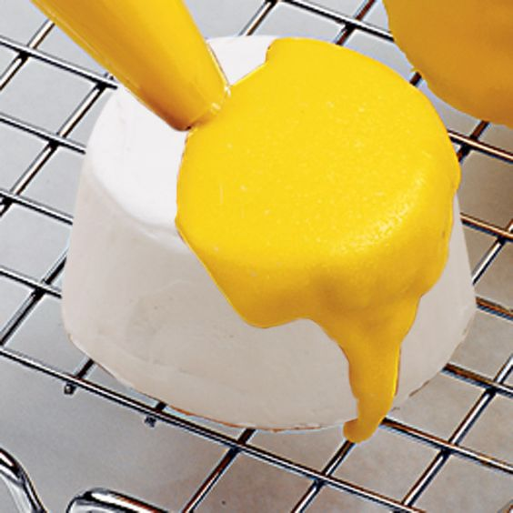 Make your own Quick-Pour Fondant Icing with our recipe. It's a great choice for covering cakes, cupcakes, cookies or petits fours with a dazzling silky finish.