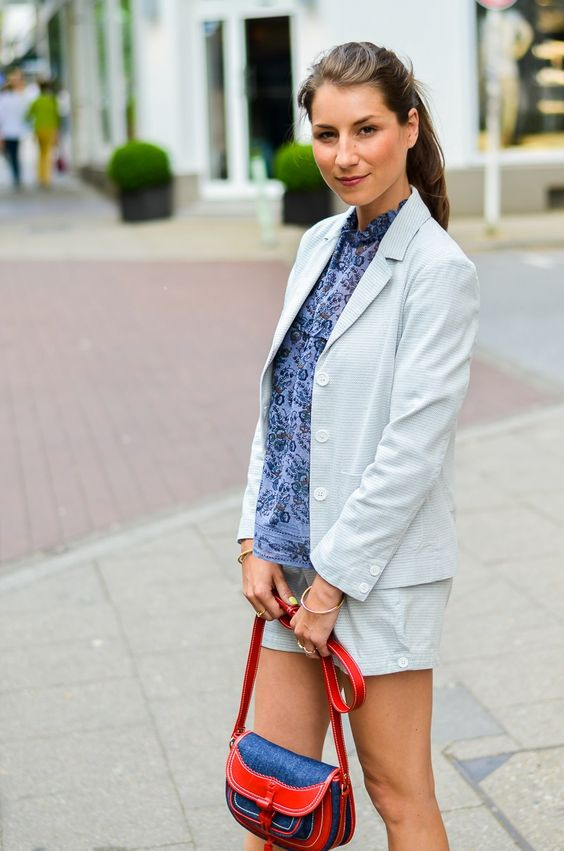 Outfit - Summer City Chic :: smart // business // casual // look // style // blazer // shorts // floral // tunic // blouse // top // shirt // hermès oran sandals gold // flats // brown // sandals // cute // denim // red // bag // athé // Vanessa Bruno // fashion // inspiration // casual // french // chic // blog // blogger // Germany // Parisienne
