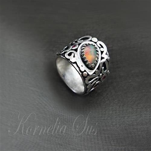 Ogniki Oriona- srebrny pierścionek z opalem etiopskim Biżuteria Pierścionki Kornelia Sus