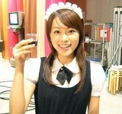 本田朋子メイドファッションでこちらを見る画像