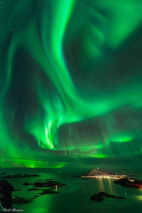 Auroras boreales desde Ørnfløya, Noruega. 22 de enero de 2014 Crédito: Harald Albrigtsen