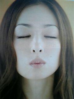 キス顔の松雪泰子