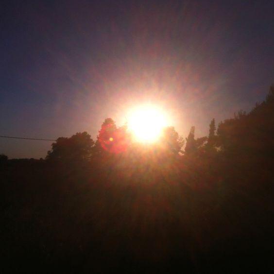 Se esconde el sol en mi huerto.