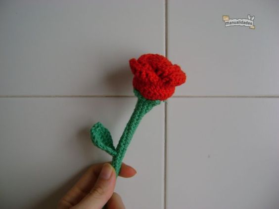 free crochet rose pattern if you translate the page