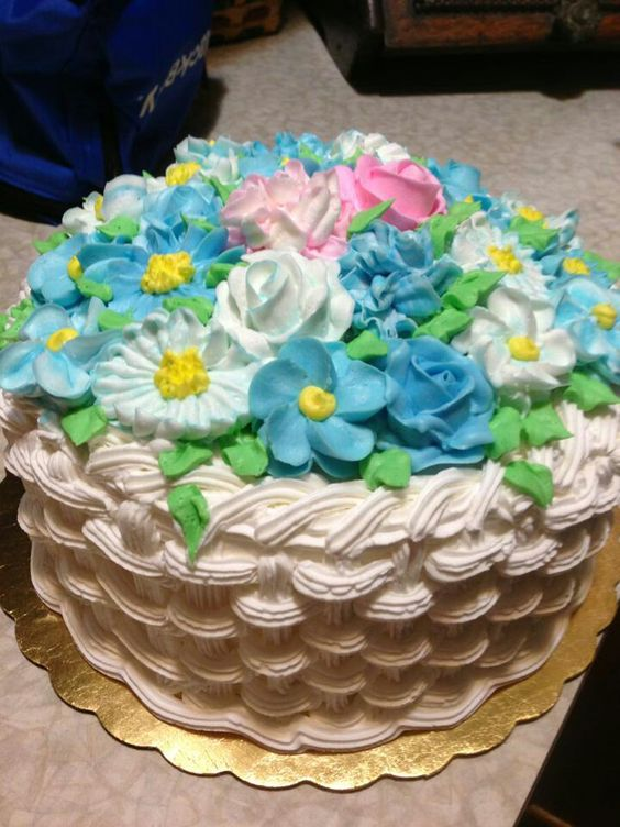 How To Basket Weave Buttercream : Basket weave cake baskets and flower on