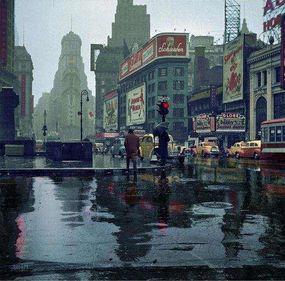 Rainy day in Times Square in 1943