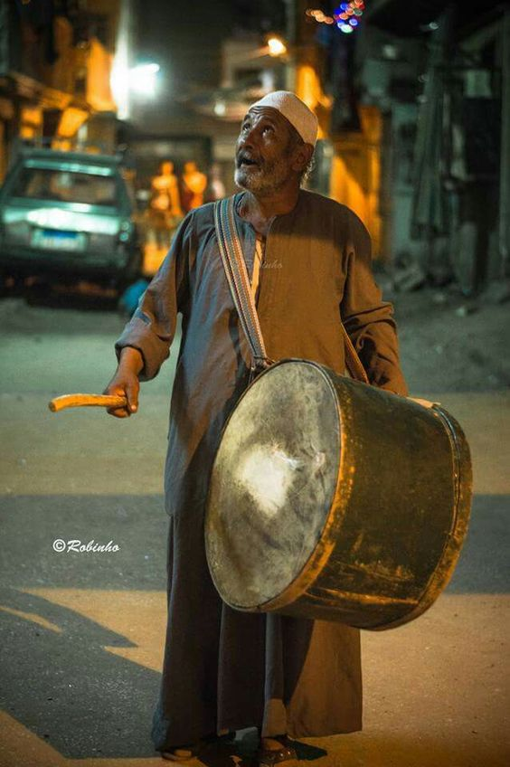 المسحراتى ❤ Mesaharaty this man is walking down streets to call people to wake up for food before starting to fast Ramadan 😍  #everydaycairo #everydayegypt #egyptdaily #egyptshots  @menamrobinho_ph ©menamrobinho