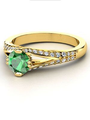 Jackie Kennedy's emerald engagement ring surrounded by 2.88 cts of diamonds, made every Camelot Era girl want an emerald on her finger.