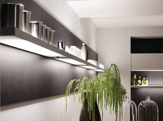 Eclairage-étagère design avec idée déco pour #cuisine moderne ...