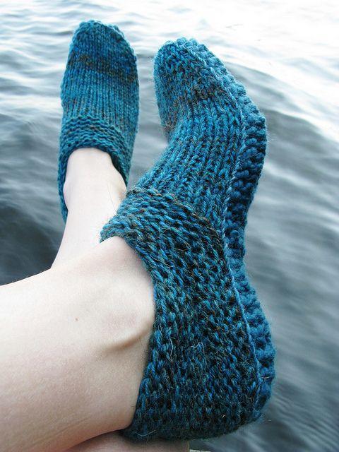 Pinterest Knitting Patterns For Slippers : ravelry: Options Slippers pattern to knit - for feet & legs Pinterest...