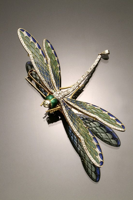 French Art Nouveau Hallmarked 18 K Yellow Gold, Platinum Topped, Plique-a-Jour Enamel, and Diamond Dragonfly Entremblant Brooch circa 1900.: