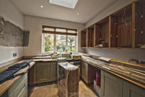 Interior domestic kitchen installation - malcolm park/Photolibrary/Getty Images