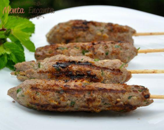 Kafta no palito, Prato típico do oriente médio, pode ser assado ou grelhado, seu preparo, originalmente feito com leva carne moída, hortelã e condimentos