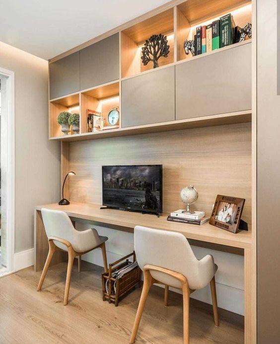 E de um pequeno espaço, pode surgir um cantinho de trabalho para dois. 💕 Projeto @studiosantarosa Foto @albertomedeirosfoto #homeoffice…