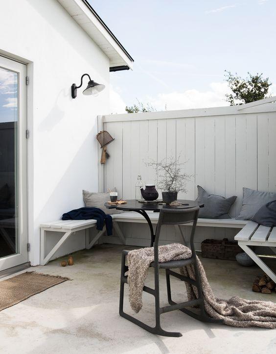 New painted tree around my terrace | Jotun Berilliant White |  Photo & Styling by Daniella Witte