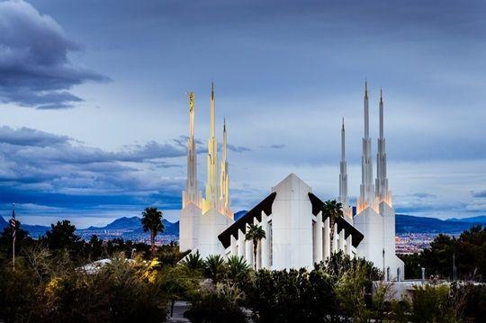 Las Vegas Nevada Temple Above The Trees Sunrise Manor Nevada In 2020 Las Vegas Temple Las Vegas Nevada Hawaii Temple
