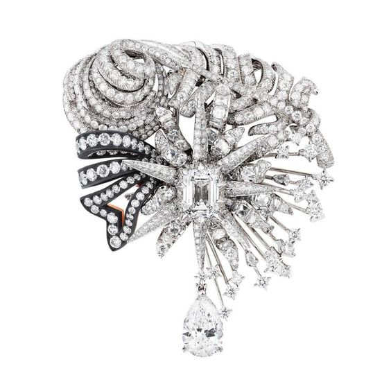 Dior a Versailles Salon d'Apollon brooch