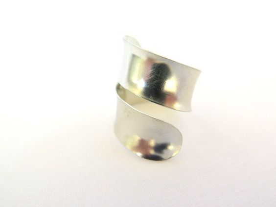This is a very comfortable ring, even though it is adjustable. The bypass design…