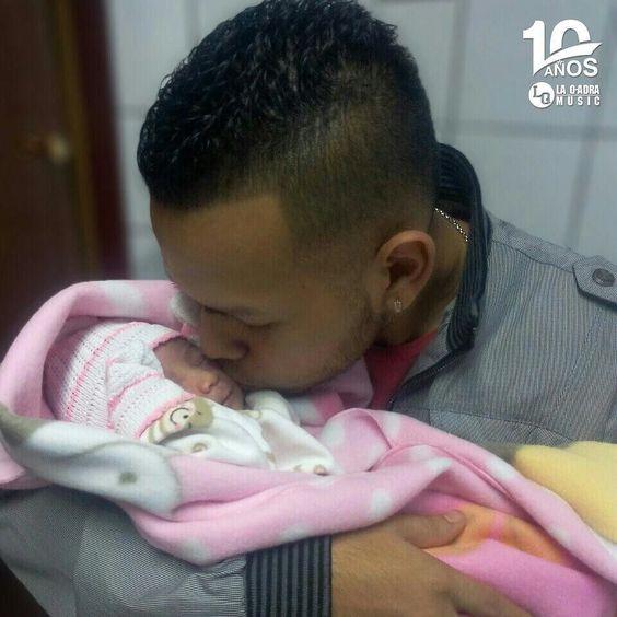 Siguenos en Instagram @laqadramusic   Felicitamos a @LouizD1 por estrenarse como Papá con su  primera hija Keren Razziela que nació hoy a las 8:18am la familia crece y este regalo en nuestro mes de aniversario es lo mejor ESTAMOS DE CELEBRACIÓN!. Felicidades a su mami quieranla mucho. #10AñosLaQadraMusic #producer  #productormusical #musicaurbana #baby #nacimiento #familia #aniversario #fiesta #celebracion #papa #mama #fb #tw