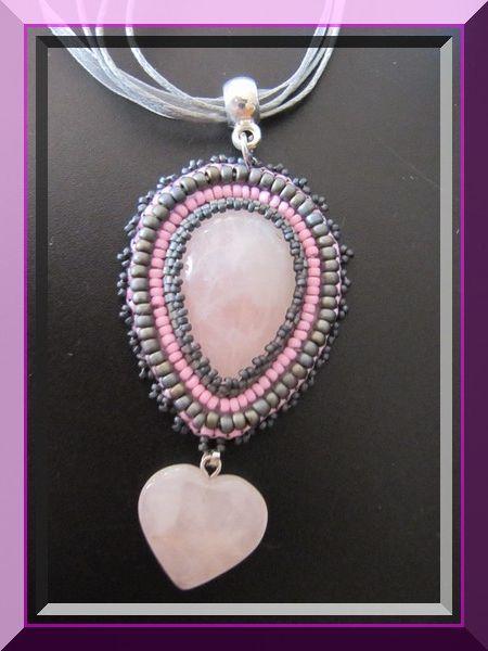 Pendentif en quartz rose et miyuki (delicas et rocailles)