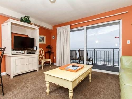 Pelican Isle 502 Fort Walton Beach (Florida) Set 2.2 km from Jet Stadium in Fort Walton Beach, this air-conditioned apartment features free WiFi. Guests benefit from balcony and an outdoor pool.  There is a seating area and a kitchen.