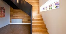 When considering replacing or adding stairs to your building, it is important to consider the materials from which they are constructed, as they have a significant impact on the appearance, cost and longevity of the result.