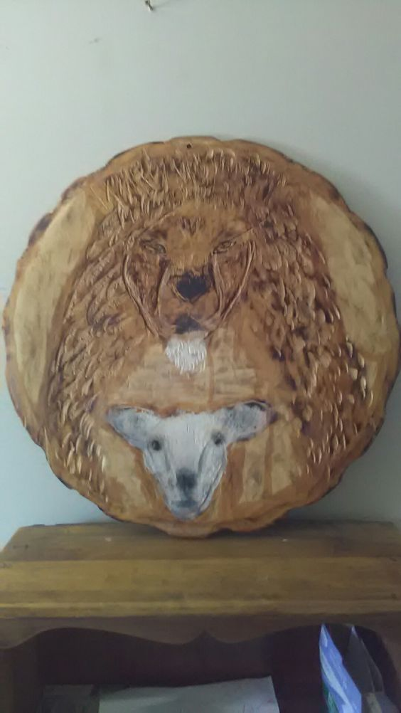 Lion and lamb carving wall hanger