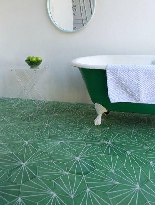 Grüne Badezimmer Fliesen mit weißem Muster