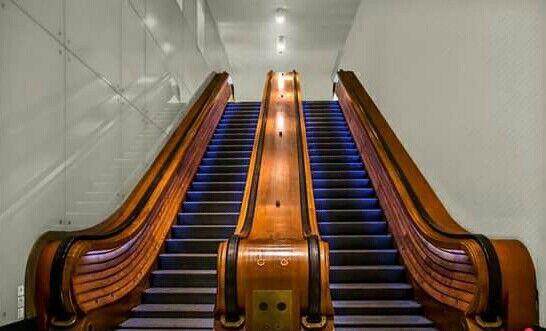 Bruxelles / Escalators de la gare centrale