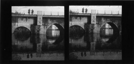 Ponte romana sobre o río Miño. Lugo, ca. 1900. Imaxe estereoscópica. Placa de cristal con emulsión de bromuro lento e clorobromuro rápido. 8,9 x 17,8 cm.
