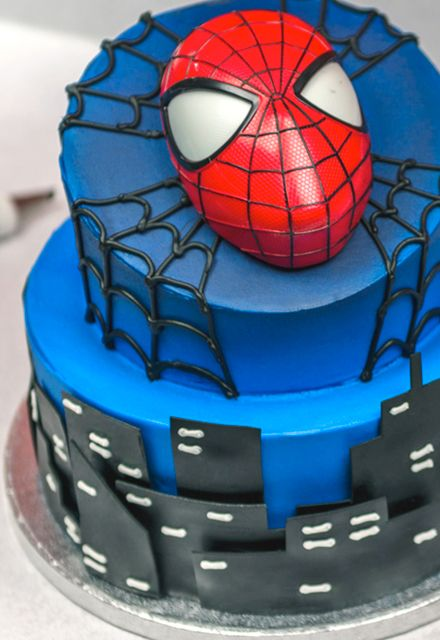 how to make a 2 tier spider man cake spider man cakes spider man and cakes. Black Bedroom Furniture Sets. Home Design Ideas