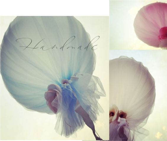 Balloons covered in tulle - easy, romantic decorations.