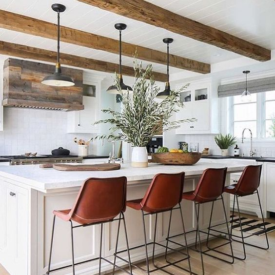 Those chairs, those lights, that island  Bravo, @kellynuttdesign  You have us feeling ready to take on the week!