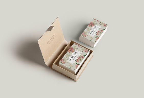 Diseño de tarjetas para Ancoquette (Los tocados de Ana) una pequeña marca de tocados.