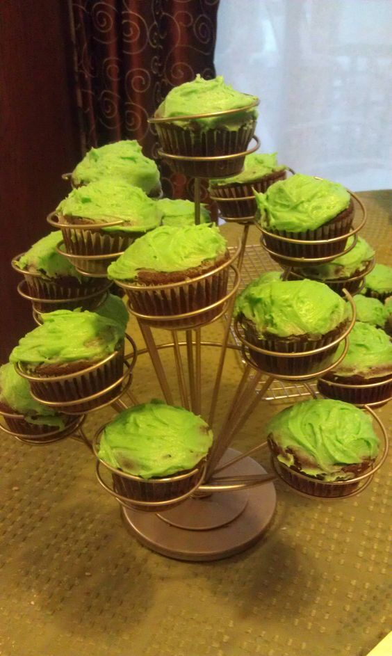 Mint oreo cupcakes with mint buttercream frosting!!!  Happy St. Patty's kiddos!!!