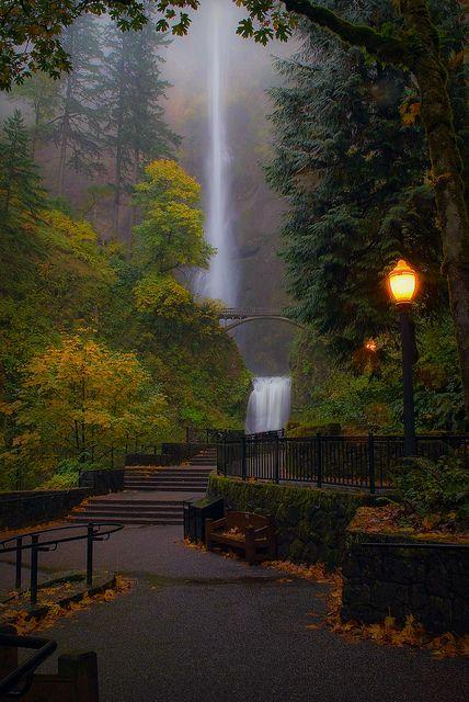 Multnomah Falls, Oregon; photo via stellarsky