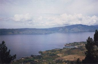 Info about Lake Toba, check out accommodations down below!