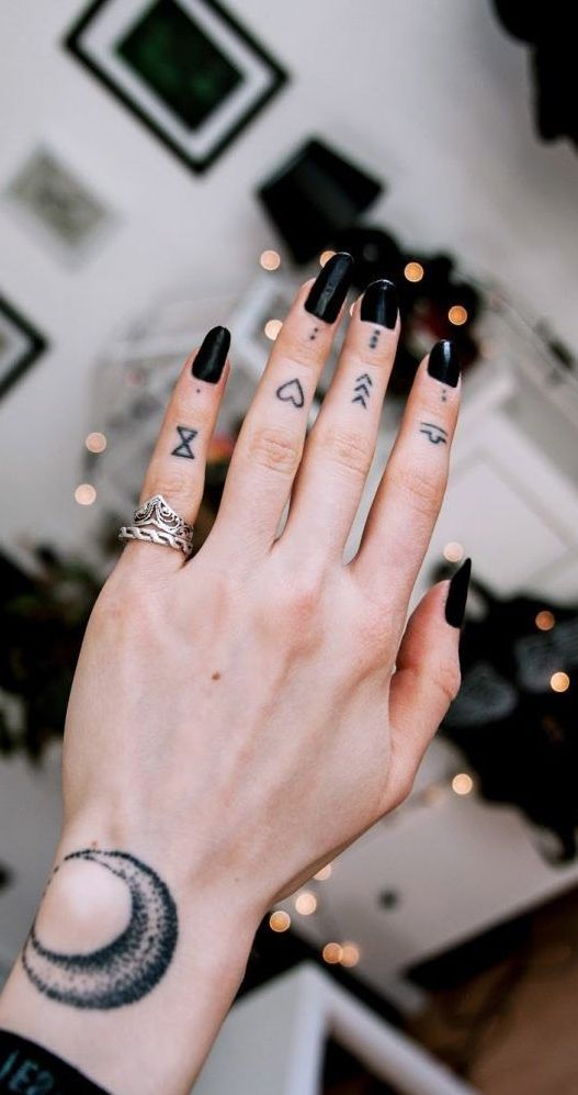 Finger kleine tattoos männer [+] Small