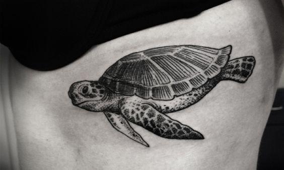 Tatuajes de tortugas marinas, representando la unión entre la tierra y el cielo - http://www.tatuantes.com/tatuajes-de-tortugas-marinas-significado/