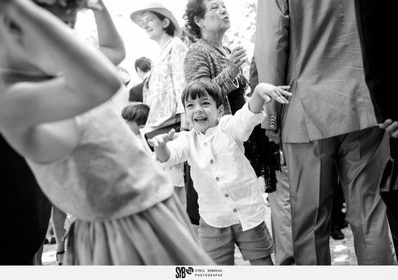 Reportage de la cérémonie catholique d'un mariage franco iranien à l'église Sainte Claire d'Escoublac - portrait d'enfant