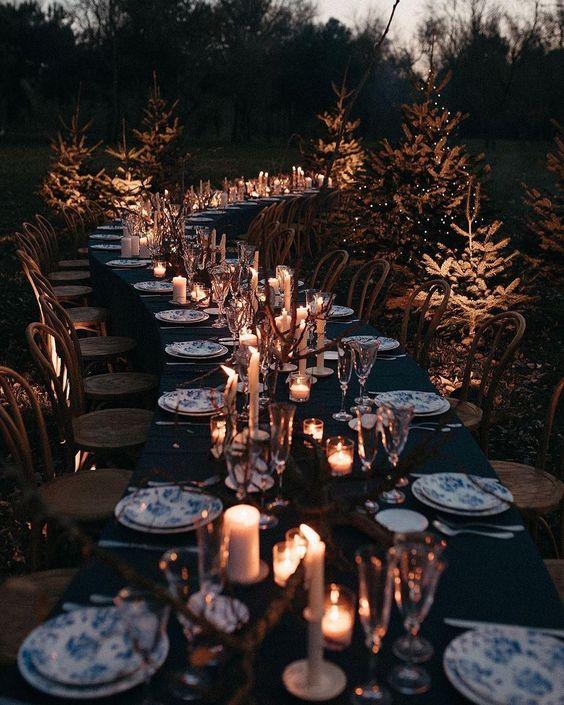 Wir wurden die Tische so aufgestellt, dass sie optisch eine coole Schlangenlinie ergeben.  Credits Instagram Post: @weddingstyle Repost @theweddingbliss Blumen&Foto: @dos__santas Floral @molist_floristes