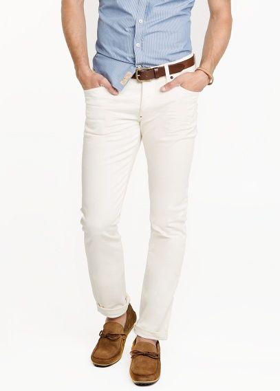 mango pantalon blanco camisa azul celeste