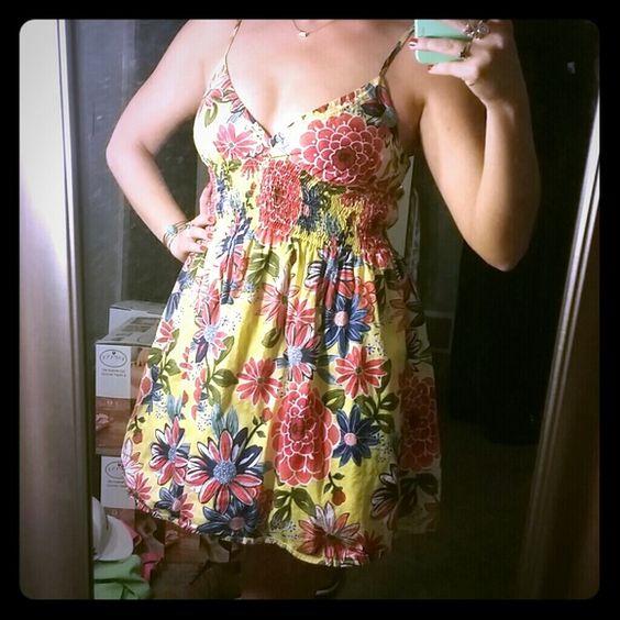 Summer Dress Fun summer dress. Never worn!  NWOT. Size medium. target Dresses