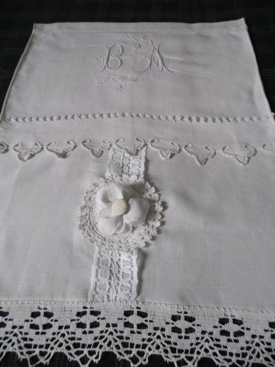 Petit rideau en lin r alis avec la partie centrale d 39 un drap ancien te - Rideau avec drap ancien ...