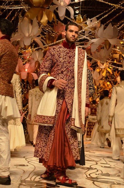 Wedding Gift For Bride And Groom Online India : India Bridal Fashion Week 2013 Rohit Bal indian groom bridal ...