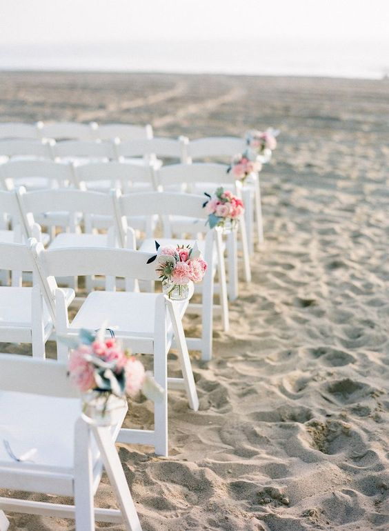Klapstoeltje bruiloft strand