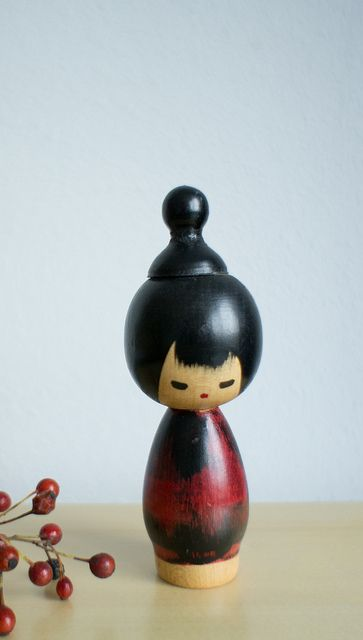 Small kokeshi with a top knot by Otomodachi, via Flickr