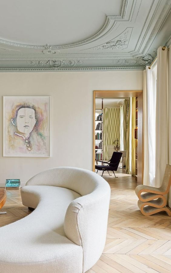 The Serpentine sofa in the sitting room was designed by Vladimir Kagan, while the chair on the right is Frank Gehry's cardboard Wiggle Side Chair