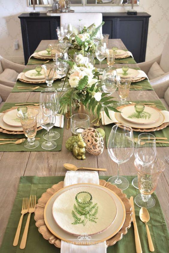 Vestir la mesa en tonos verdes y dorados